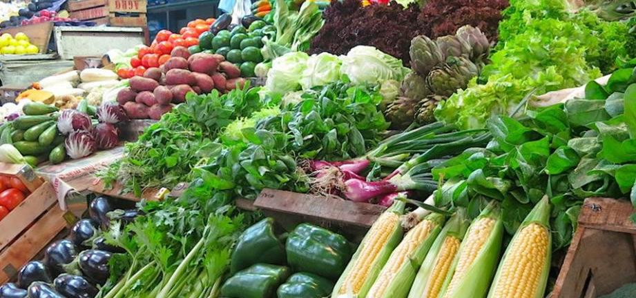 Detectan agrotóxicos en más de la mitad de la verdura que llega al Mercado Central